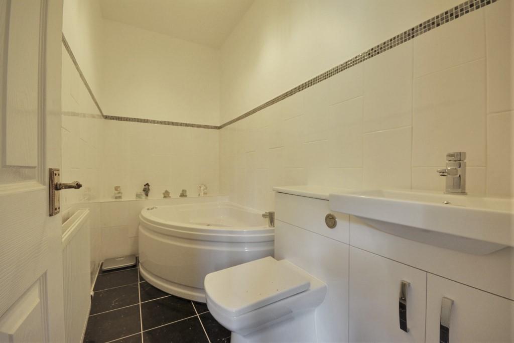 Basement Master Bedroom En Suite