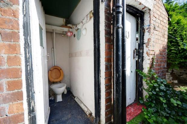 Outdoor WC/Outbuildings