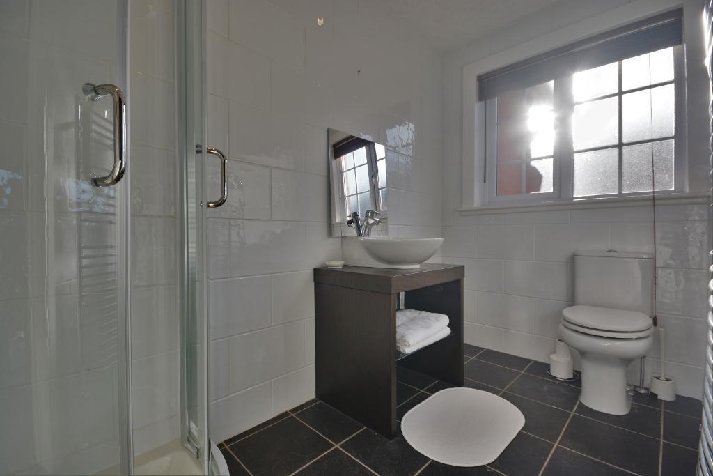 En-Suite to Second Bedroom