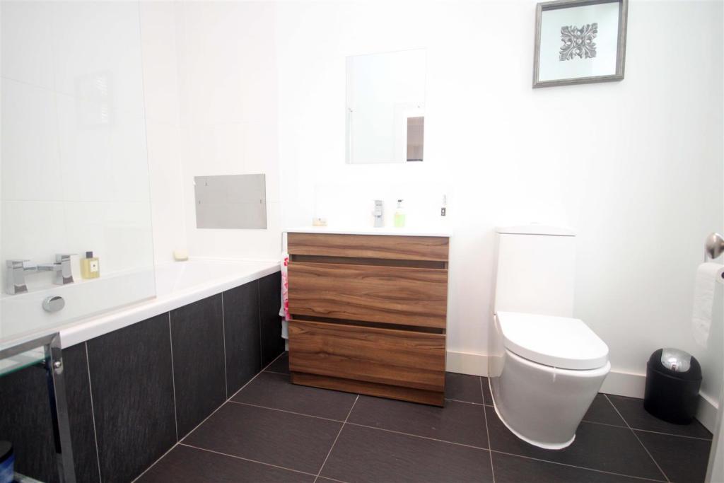 Ensuite Bathroom/Wc