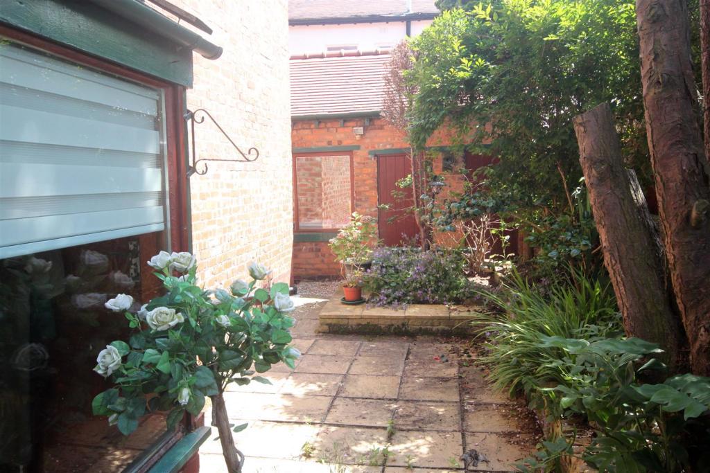 Outside/Rear Garden