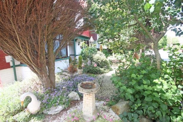 Outside/Front Garden