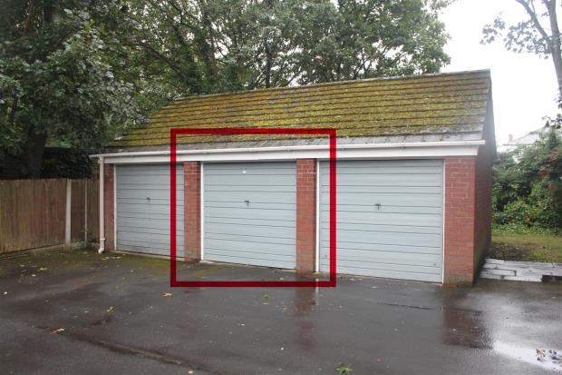 Private Garage to Re