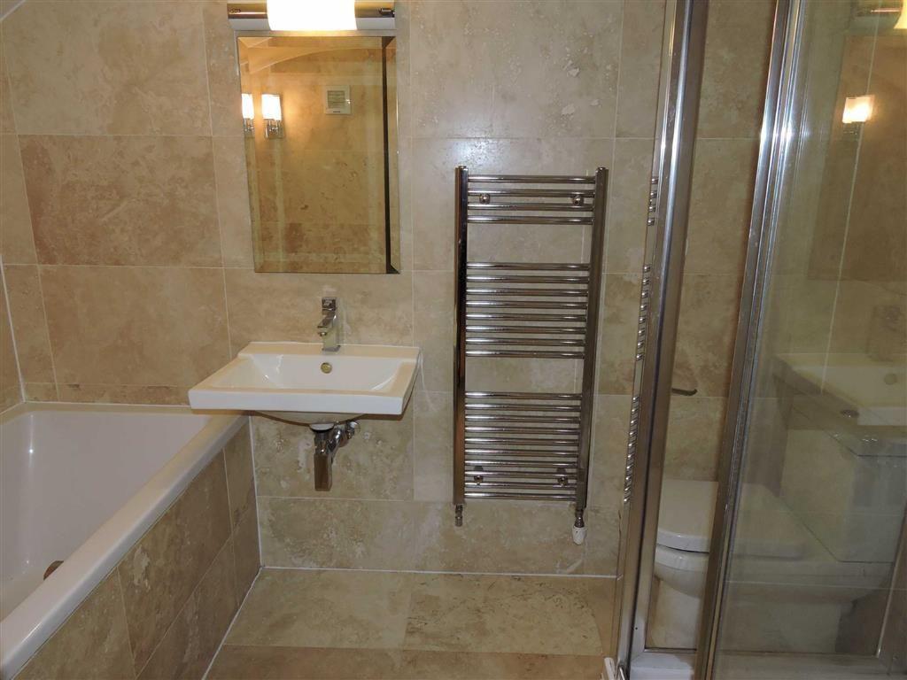Lower ground bathroo