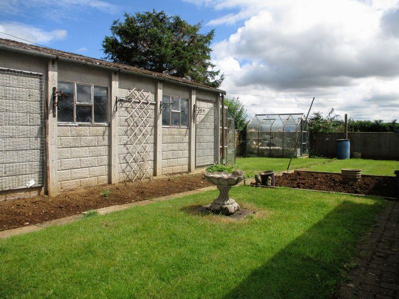 Garage / Garden
