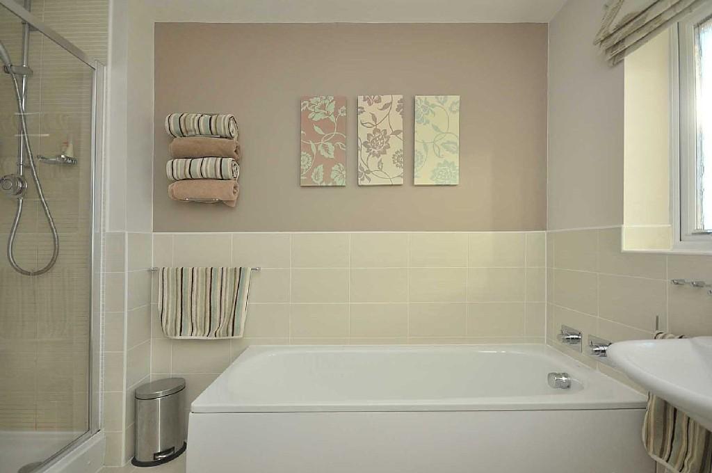 Beige cream family bathroom design ideas photos inspiration rightmove home ideas - Beige bathroom designs ...