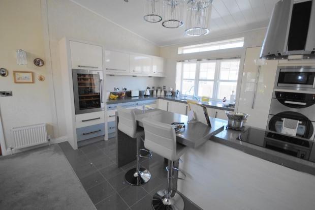Stunning Kitchen/Din