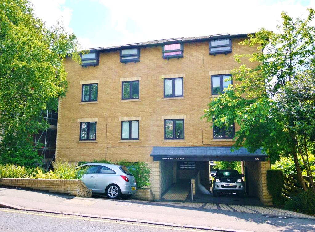 2 bedroom apartment for sale in queens road brentwood for Two bedroom apartments in queens