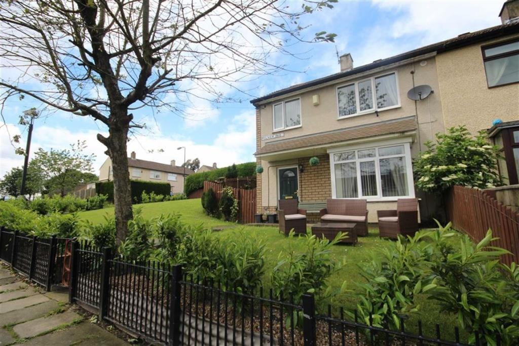 3 bedroom semi-detached house                     Milner Ing, Wyke