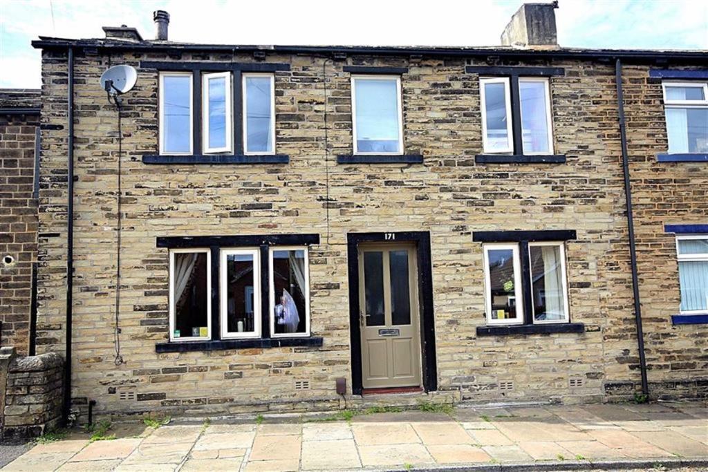 3 bedroom terraced house for sale Wyke Lane, Wyke, West Yorkshire