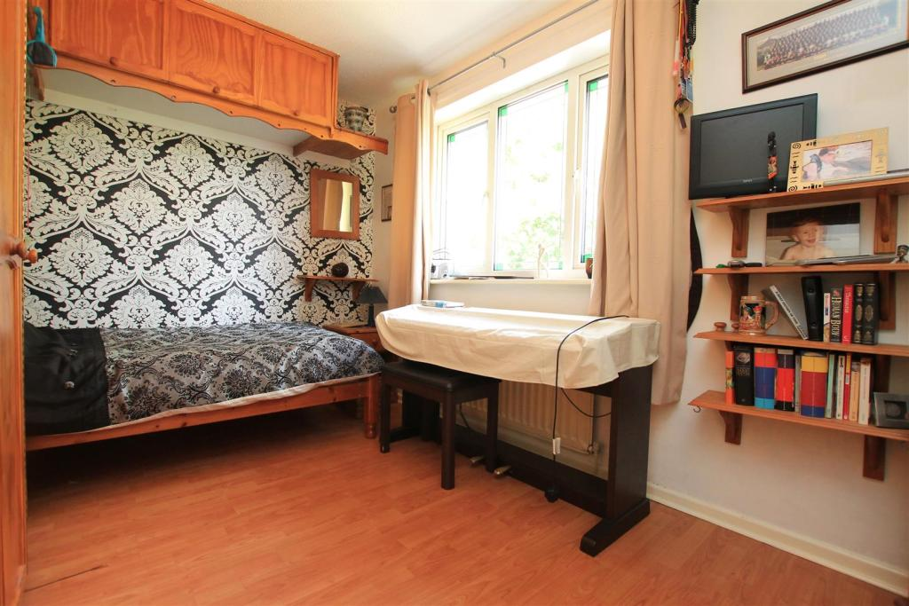 28 rushey field bed