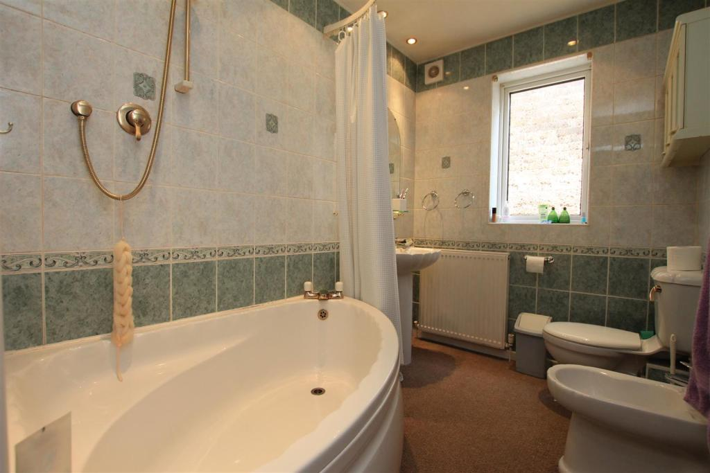 28 rushey field bath