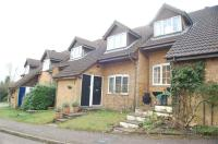 Terraced property in Woodstock, KNEBWORTH...