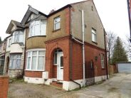 Terraced house to rent in Stockingstone Road Lu2