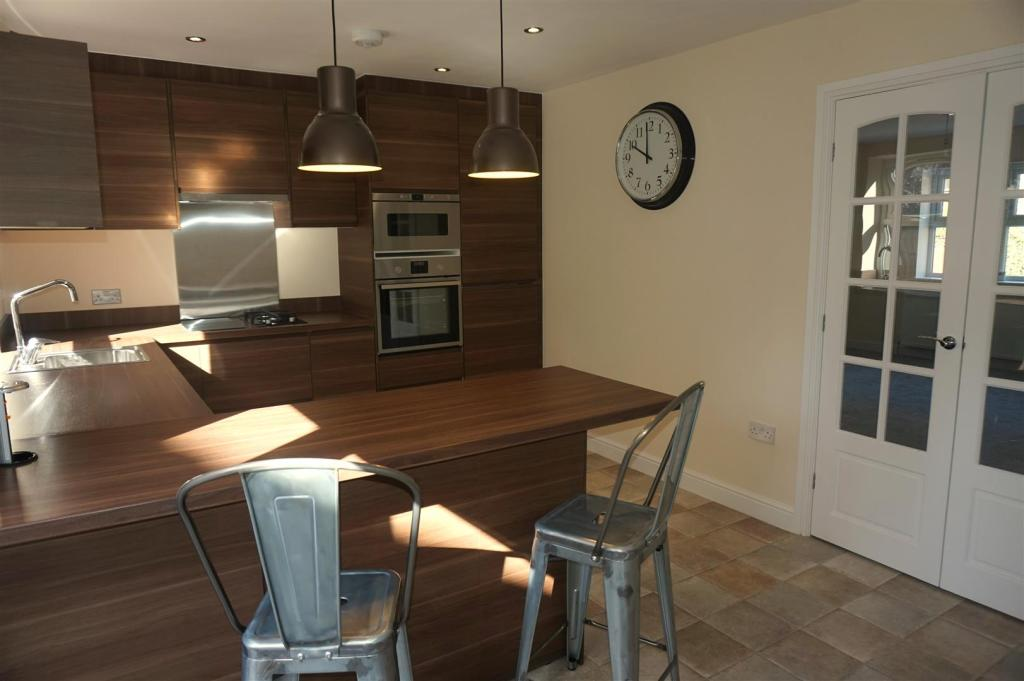 DINING KITCHEN: