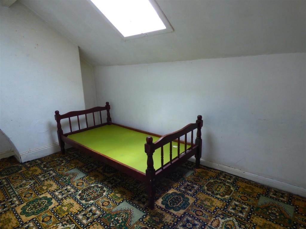 ATTIC BEDROOM 3: