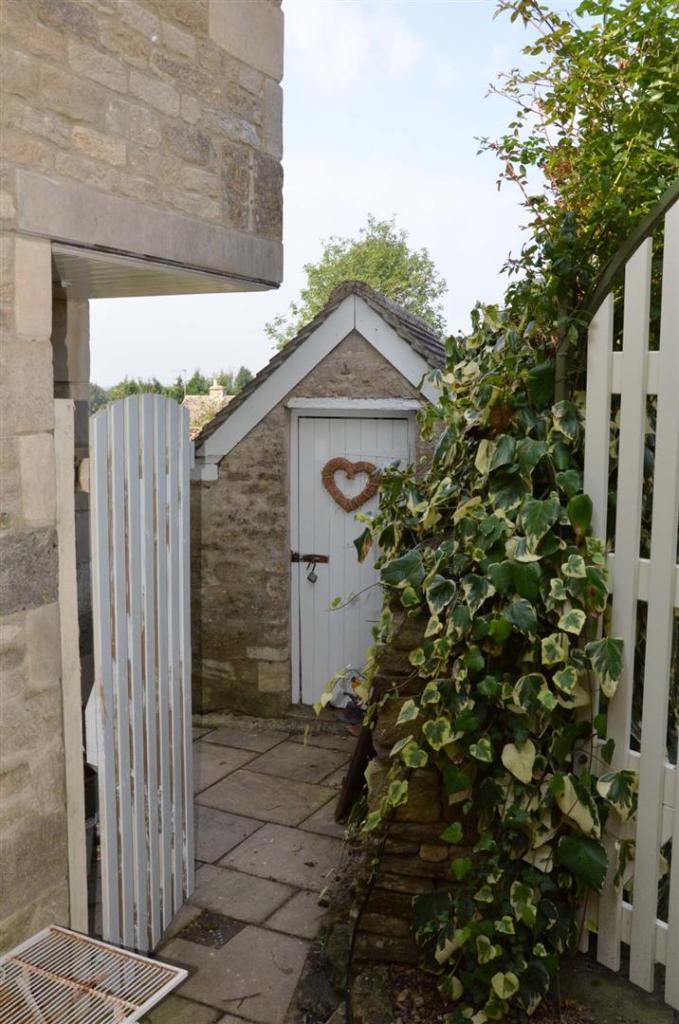 side-gate-garden-and