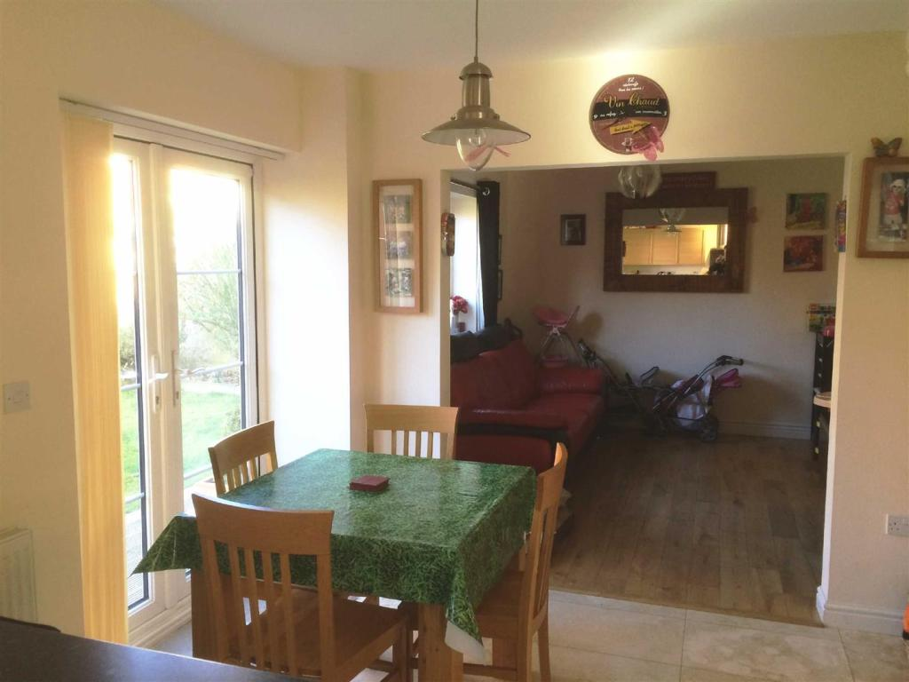 4 Bedroom Detached House For Sale In Taw Hill Swindon Sn25
