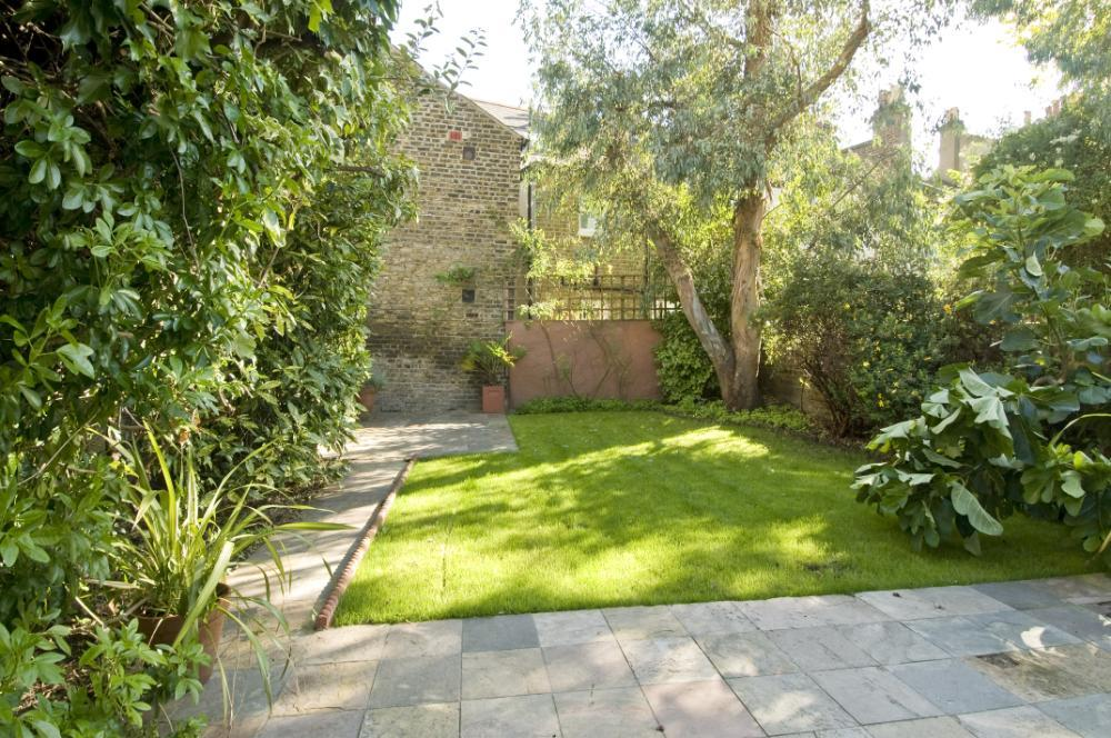 English garden ideas sunny area photograph garden ideas for Sunny landscape designs