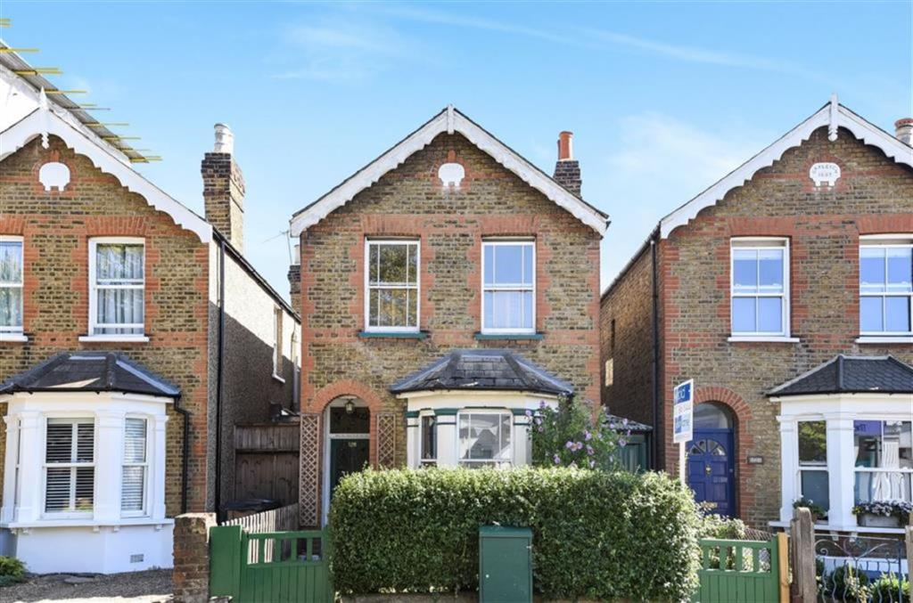 3 bedroom detached house for sale in kings road kingston upon thames kt2