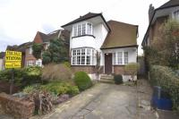 3 bedroom Detached property in West Hill Way, Totteridge