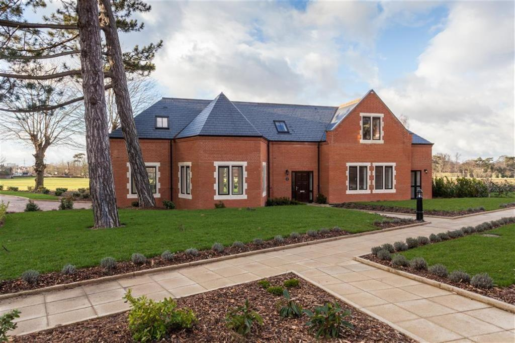 4 Bedroom Detached House For Sale In Royal Connaught Park Bushey Hertfordshire Wd23