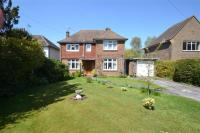 4 bed Detached home in Limes Avenue, Horley, RH6