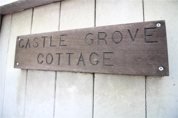 Castle Grove Cottage