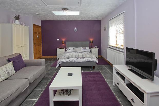 Cwt y Ci Bedroom/...