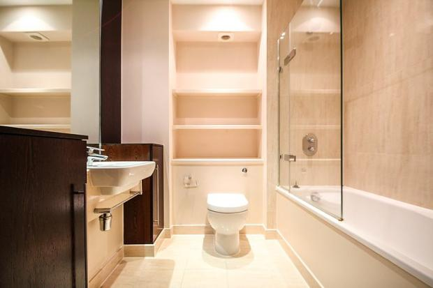 Bathroom En-Suite (M