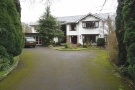 5 bed Detached property to rent in Broadway, Bramhall...