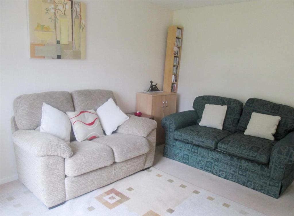 Reverse of lounge