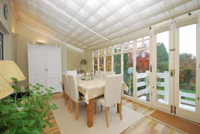 Beige conservatory dining room design ideas photos for Conservatory dining room decorating ideas