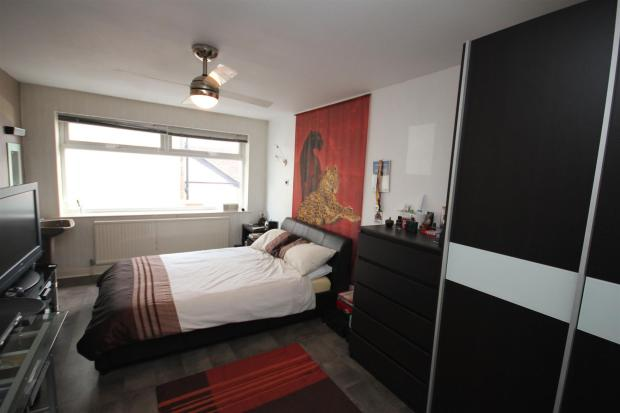 SIDE BEDROOM 2