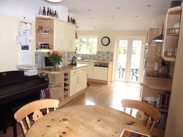 3 bedroom semi detached house for sale in ascot drive for Kitchen ideas 3 bed semi