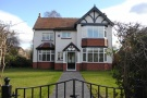 5 bedroom Detached house in Hill Top Avenue...