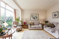 5 bed Detached house in ABBOTS GARDENS East...
