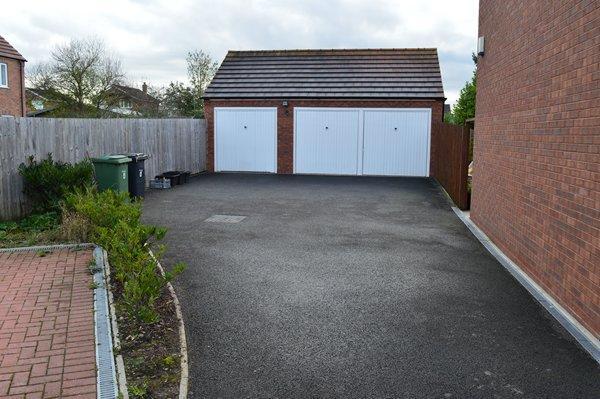 drivew & garaging