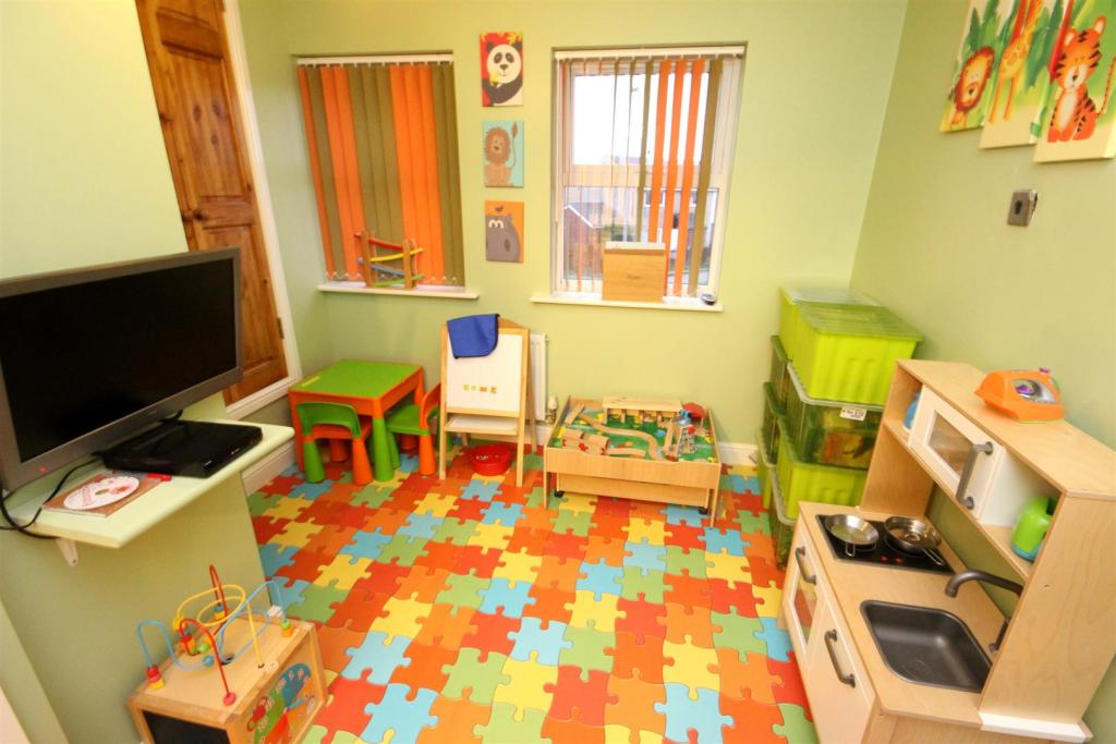 PLAY AREA/ BEDROOM 5