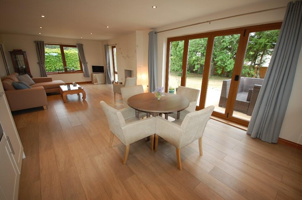 Kitchen/Dining/Loung