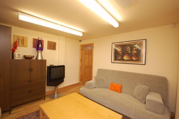 lounge (outhouse)
