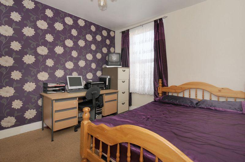 Purple wallpaper design ideas photos inspiration for Purple bedroom wallpaper ideas