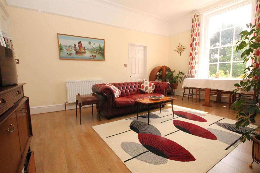 2 bedroom apartment for sale in cripple street maidstone for Living room c o maidstone