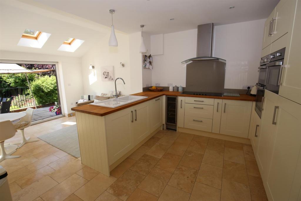 Stunning Kitchen/Bre