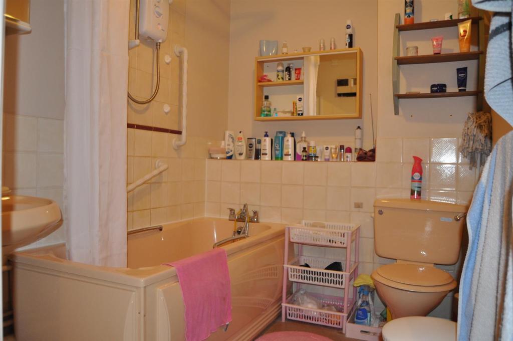 DSC_1408 Bathroom Ne