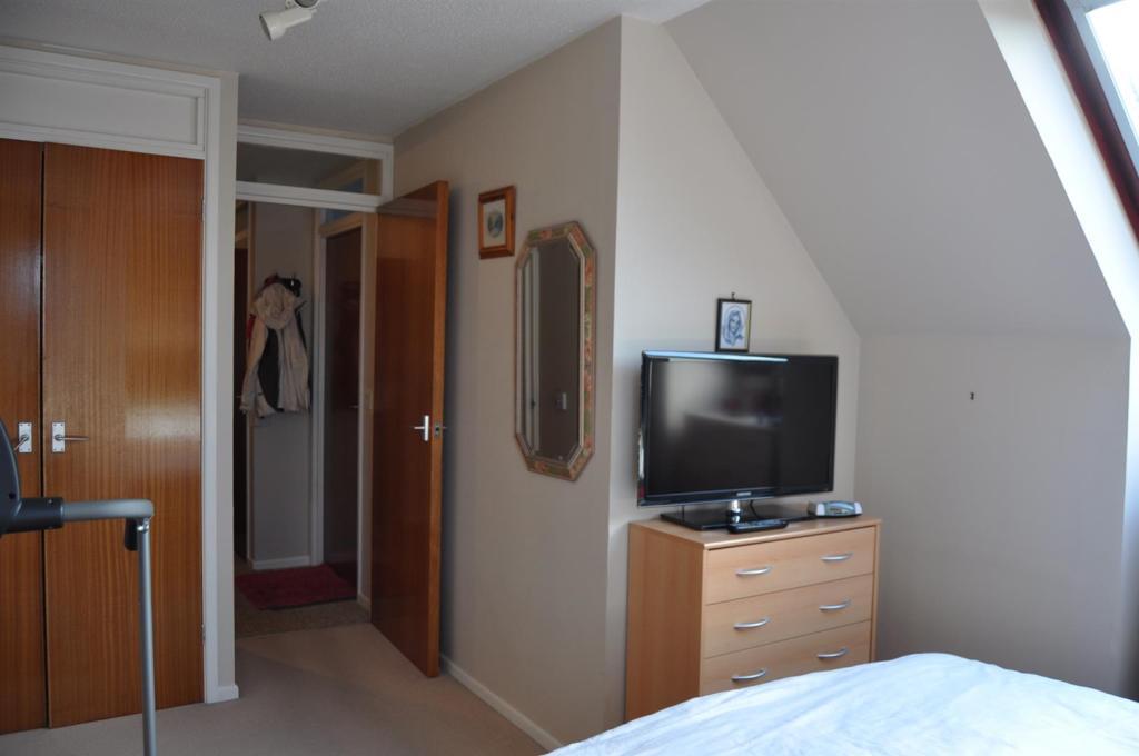DSC_1413 Bedroom sho
