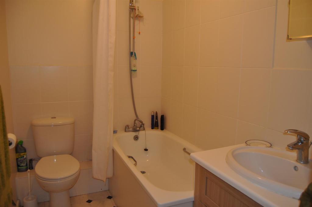 DSC_1728 Bathroom -