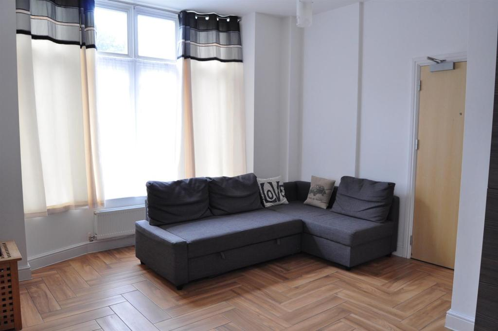 DSC_3068-Lounge Area