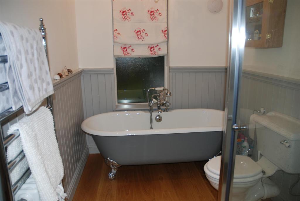 081.JPG-Bathroom