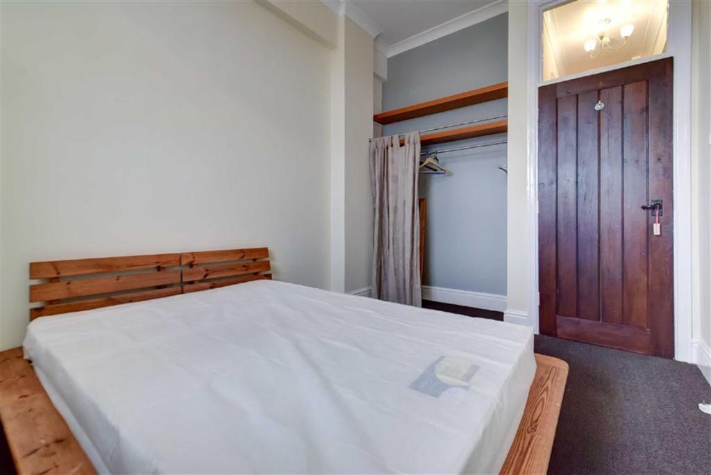 Bedroom (alternative